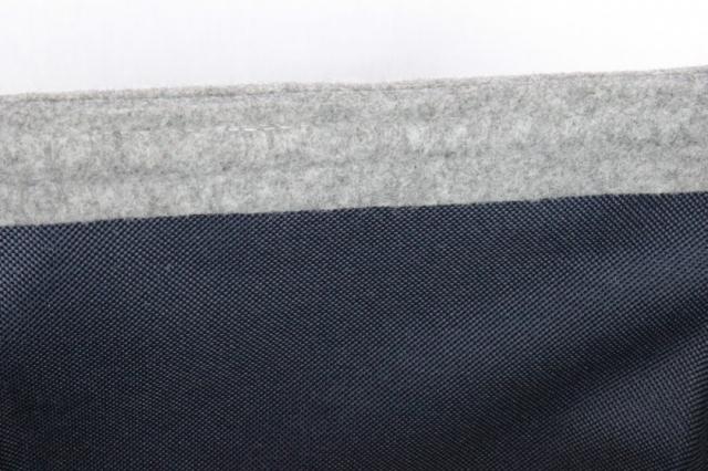 Kaminkorb aus Filz hellgrau mit dunkelblauem Innenfutter M