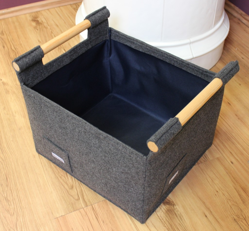 korb f r kaminholz aus filz f r kunden die klare formen und funktionalit t bevorzugen. Black Bedroom Furniture Sets. Home Design Ideas