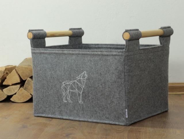 Holzkorb mit Wolf