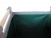 Kaminkorb aus Filz hellgrau mit grünem Innenfutter M